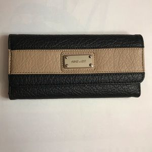 Nine West wallet NWOT